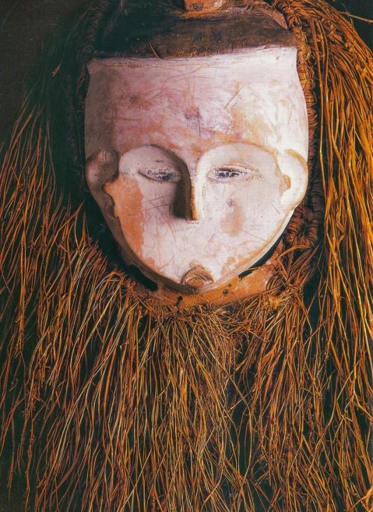 Másacara de baile, madera y rafia, cultura Fang, Gabón