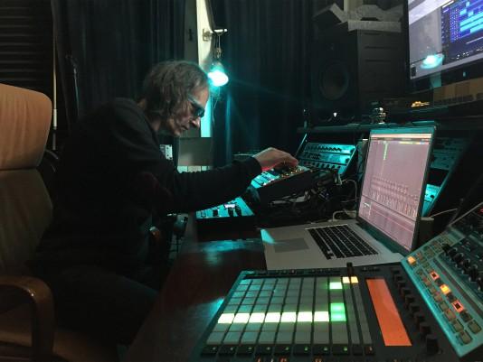 Pablo Gregor en su estudio
